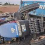 Traktörle kamyon çarpıştı: 1 ölü, 1 yaralı