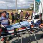 Antalya'da müzik tutkusu kötü bitti! Otomobilin çarptığı genç hastaneye kaldırıldı