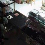 Hırsızlar 20 dakika arayla aynı dükkanı soydular