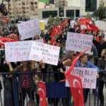 İzmir'de aşı karşıtları maske ve mesafe kurallarına uymadı