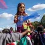"""Mülteci çocukların simgesi kukla """"Küçük Amal"""" Paris'e ulaştı"""