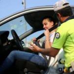 Polis iki günde 3 bin 310 sürücü ve yolcuya emniyet kemeri cezası kesti