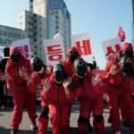 G.Kore'de on binlerce işçi, çalışma koşullarının iyileştirilmesi talebiyle sokağa çıktı