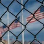 İhbar üzerine ABD Donanma üssü kapatıldı