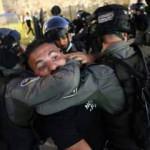 İsrail güçleri Kudüs'te bazı Filistinlileri darbetti, 2 gazeteciyi gözaltına aldı