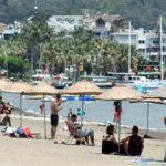 Marmaris'te yaz bitmiyor! Turistler plajlara akın etti