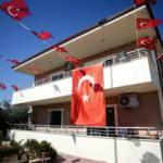 Mersin'de şehit ailesi evinlerini oğullarının hatıralarıyla donattı