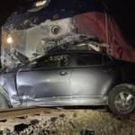 Yolcu treni araç yüklü tıra çarptı! Feci kaza kamerada!