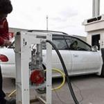 Yükselen petrol fiyatları bir ülkeyi daha vurdu: Benzinde rekor kırıldı