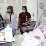 Bakan Zehra Zümrüt Selçuk yeni yılın 'ilk bebeklerini' ziyaret etti