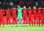 Avrupa basını: Türkler saygı duruşunu ıslıkladı!