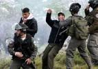 İsrail askerinden şımarık ve küstah davranış!