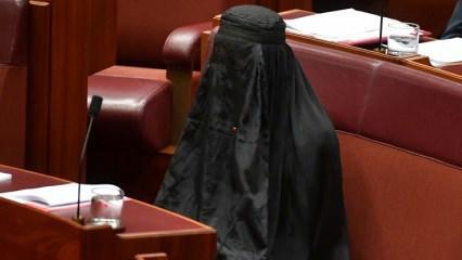Burka eylemi yapan vekil restorandan kovuldu!