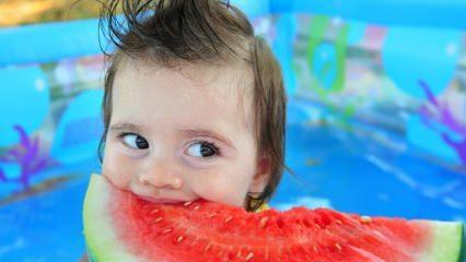 Sıcak havalarda bebeklere ne yedirilmeli?