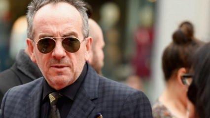 İngiliz şarkıcı Elvis Costello'dan kötü haber!