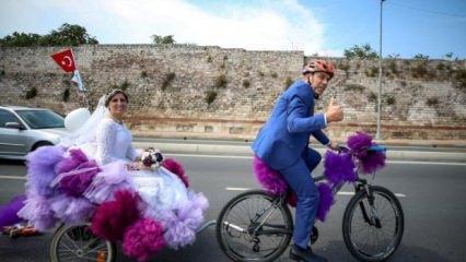 Nikaha 'Gelin bisikleti' ile gittiler!