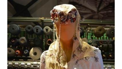 Sandıklardaki ipek iğne oyaları Bursa'da görücüye çıkıyor