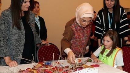 Emine Erdoğan AK Partili kadınlarla bir araya geldi