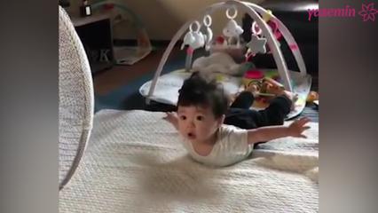Uçtuğunu zanneden bebek!