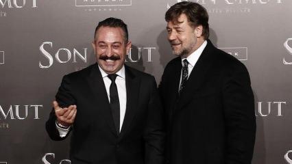 Cem Yılmaz'dan Russell Crowe: Kral olmak iyidir