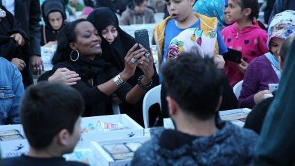 Müslüman olan şarkıcı Della Miles iftarını İstanbul'da yaptı