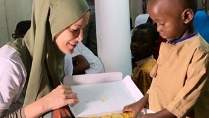Gamze Özçelik'in Tanzanyalı çocuklarla keyifli anları