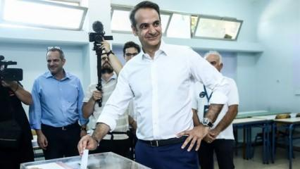 Yunanistan'da seçimin galibi Miçotakis oldu