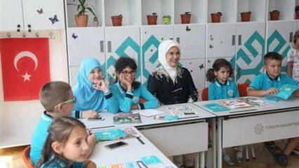 Emine Erdoğan Maarif Okulları'nı ziyaret etti