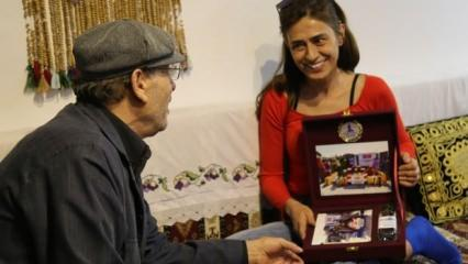 Yıldız Tilbe kurban bağışını Deniz Feneri Derneği'ne yaptı