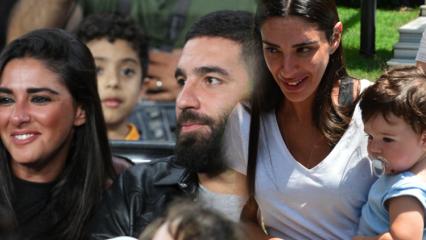 Arda Turan'ın oğlu Hamza anneye daha çok düşkün!