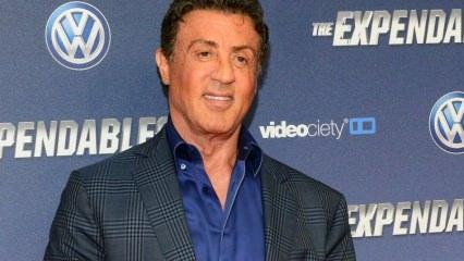 Sylvester Stallone kızlarının güzellikleri babalarını gölgede bıraktı