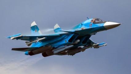 Rus savaş uçakları havada çarpıştı!