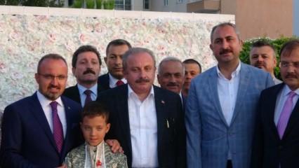 Siyaset dünyası AK Parti Grup Başkanvekili Bülent Turan'ın oğullarının sünnet töreninde buluştu