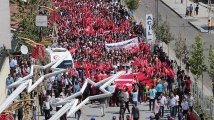 Hakkari'de yürüyen binlerce kişiden ortak ses: Kahrolsun PKK!