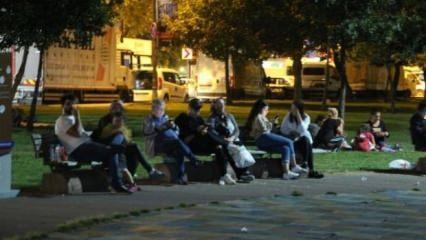 Beyoğlu'nda deprem korkusu yaşayanlar parklarda toplandı