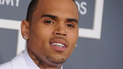 Ünlü rap şarkıcı Chris Brown eşyalarını satıyor!