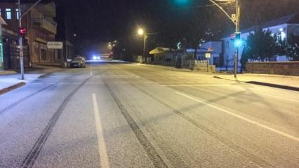 İstanbul'a kar düştü! İki ilçede yağış başladı