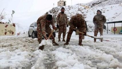 Pakistan'da kar yağışı sebebiyle ölenlerin sayısı 57'e çıktı
