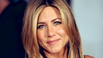 Jennifer Aniston yetiştiği evin istikrarsız ve güvensiz yer olduğunu açıkladı!