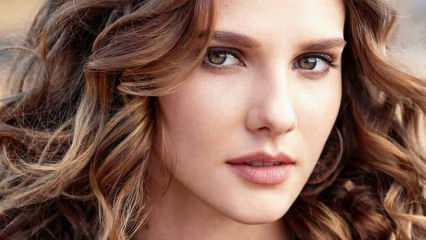 Alina Boz makyajsız güzelliğiyle dikkatleri üzerine çekti!
