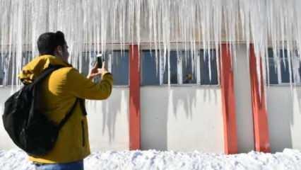 Sivas'ta 4 metrelik buz sarkıtları oluştu