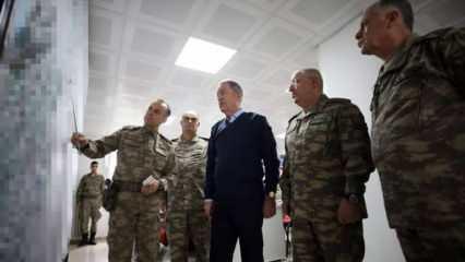 Hava ve karadan rejim güçleri vuruluyor! Bakan Akar ve Komutanlar sıfır noktasında!