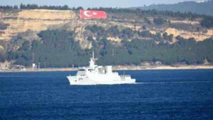 Pakistan savaş gemisi 'Yarmook', Çanakkale Boğazı'ndan geçti! Dikkat çeken bayrak detayı
