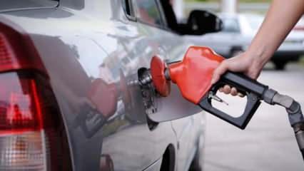 Benzinde 9 kuruş, motorinde 11 kuruş zam