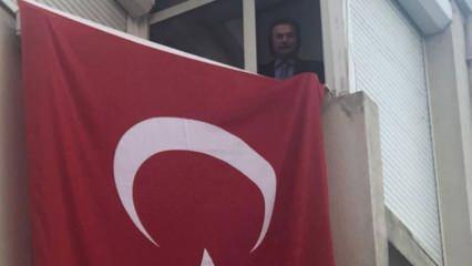 Orhan Gencebay evinin penceresinden İstiklal Marşı'nı okudu