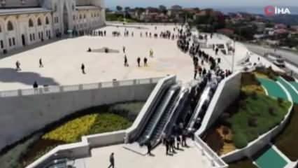Büyük Çamlıca Camisi'nde kilometrelerce kuyruk