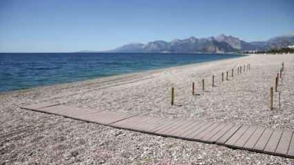 Ve Antalya'da plajlar hazırlanıyor! İşte sosyal mesafeli yeni düzen…