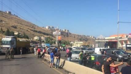 Lübnan ordusu, protestocuların kapattığı yolları yeniden açtı