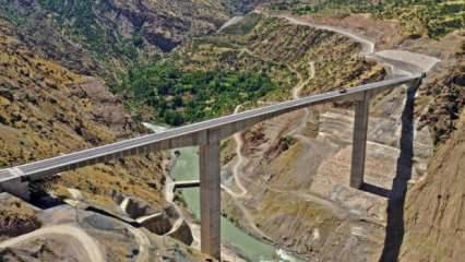 Türkiye'nin en yüksek köprüsü açılıyor! 5 saatlik yol 2 saate inecek