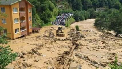 Rize'de sağanak sonrası sel; yol ulaşıma kapandı